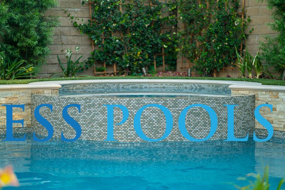 A circular spa in a freeform pool